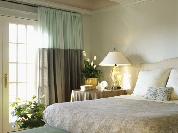 Шторы в спальне должны прибавлять уют и спокойствие вашей комнате