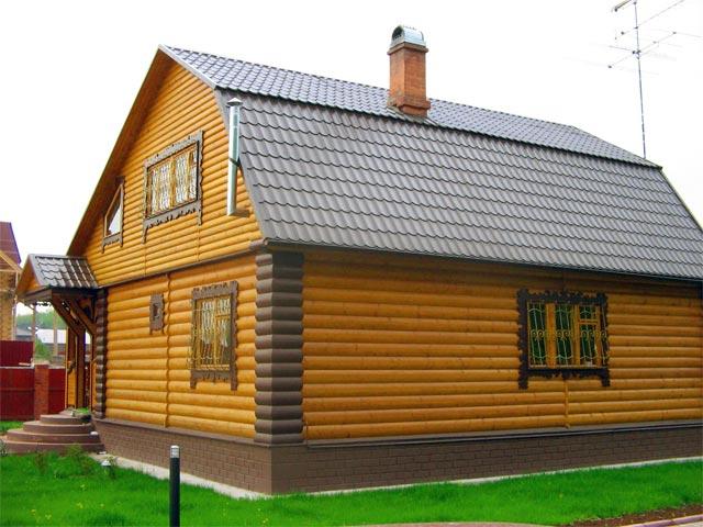 Загородный домик размером 5 на 6 с красивой внешней отделкой под дерево