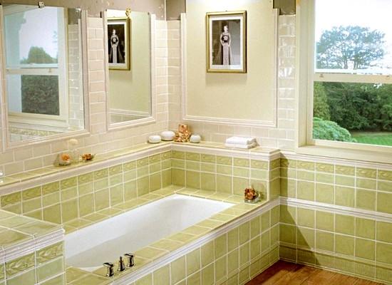 Более дорогой вариант отделки ванной комнаты. В стиле применяется дорогая плитка
