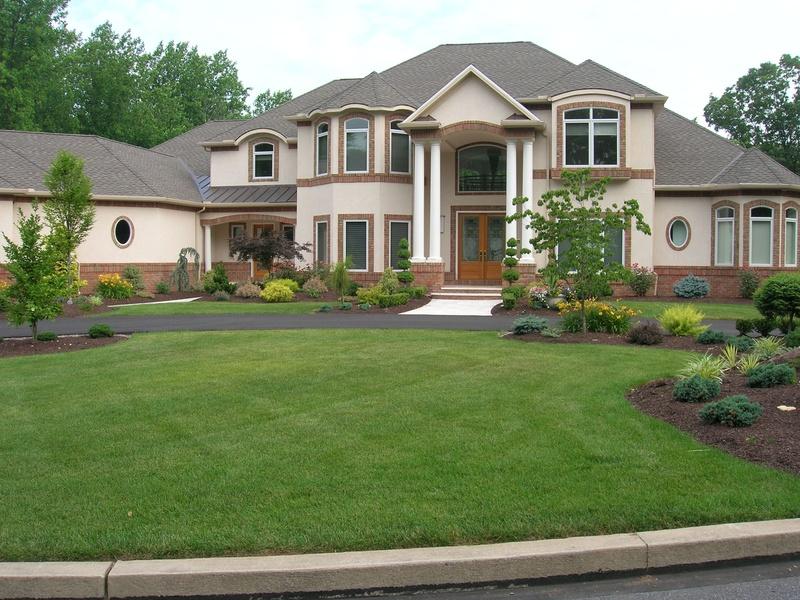 Дизайн загородного дома окон