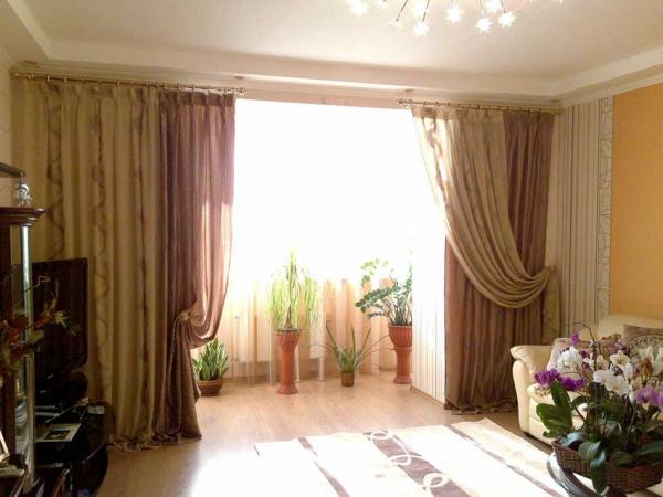 Дизайн штор для зала с балконом фото