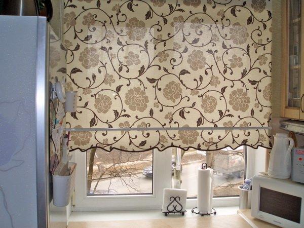 Ухаживать за римскими шторами очень просто, они не требуют особого внимания и легко подаются стирке.