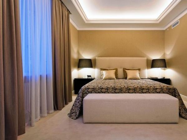 На фото представлен отличный вариант ночных штор для спальной комнаты